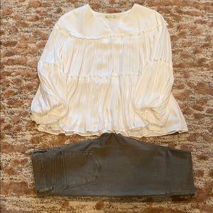 Gianni Bini Flounce Sleeve Blouse- Sz Small EEUC